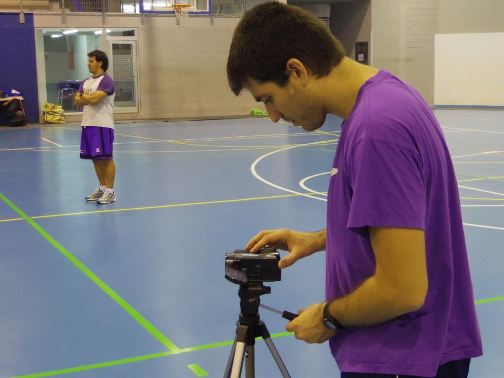 Esteve Martí enregistrant l'entrenament d'ahir dimecres